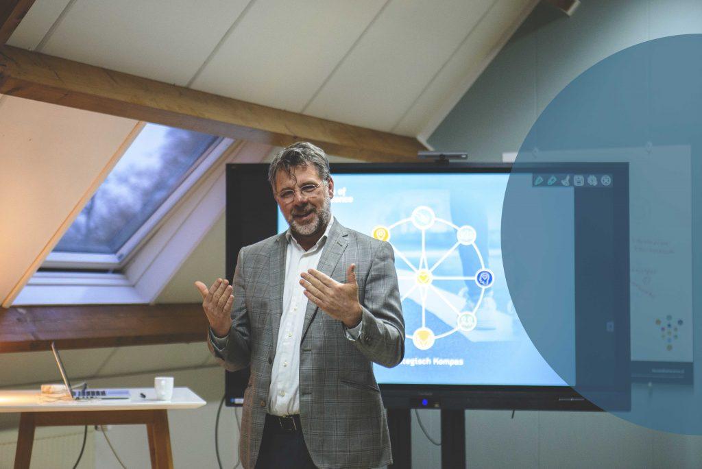 herman-van-kampen-geeft-les